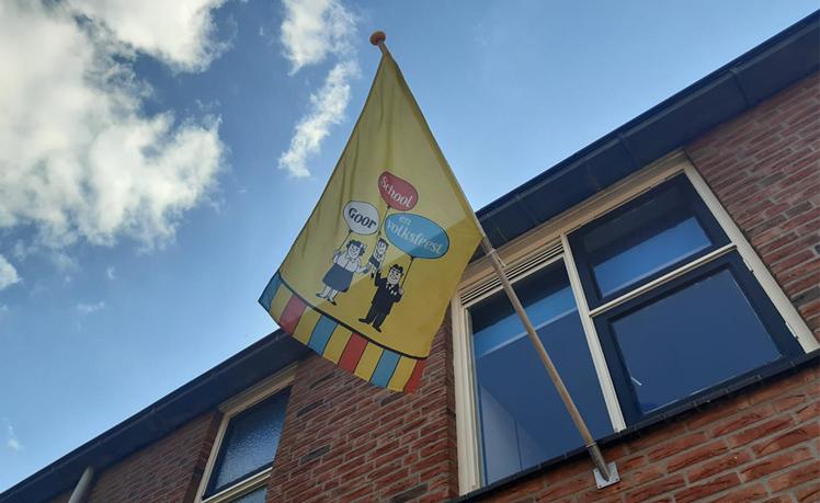 De Schoolfeestvlag kan uit !